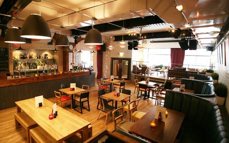 7 Kinh nghiệm kinh doanh quán ăn nhỏ cho người mới bắt đầu